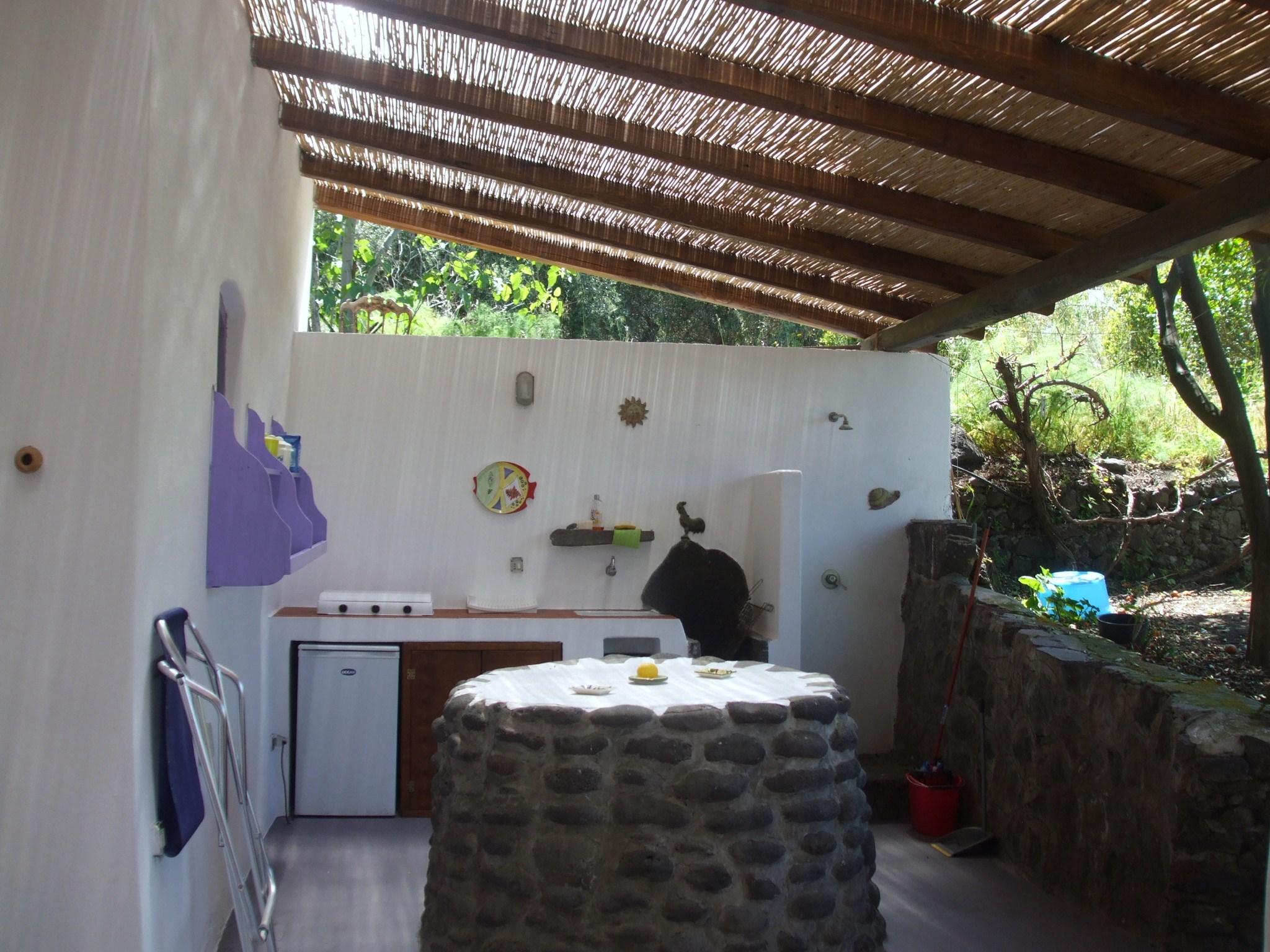 Stromboli foto casa limoni - Terrazzo coperto ...
